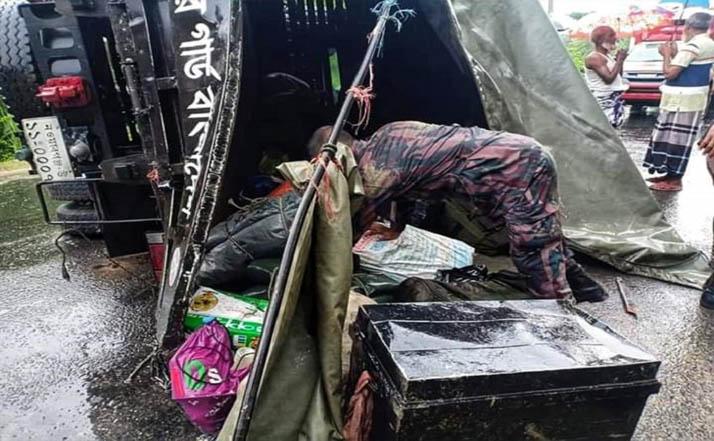 গোদাগাড়ীতে সড়ক দুর্ঘটনায় বিজিবির দুই সদস্য নিহত